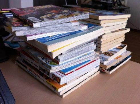 Non sei un vero giornalista, se non hai due pile di fumetti sulla scrivania.